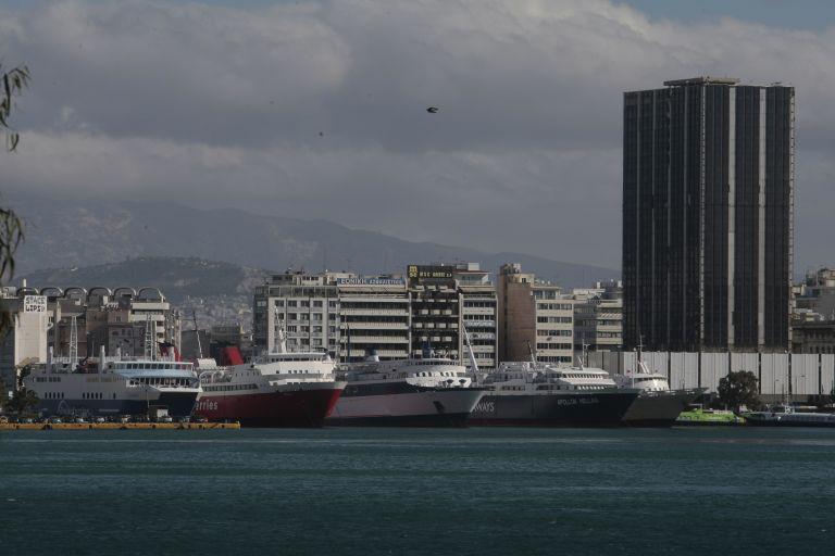 Βρέθηκε σορός άνδρα στο λιμάνι του Πειραιά | tovima.gr