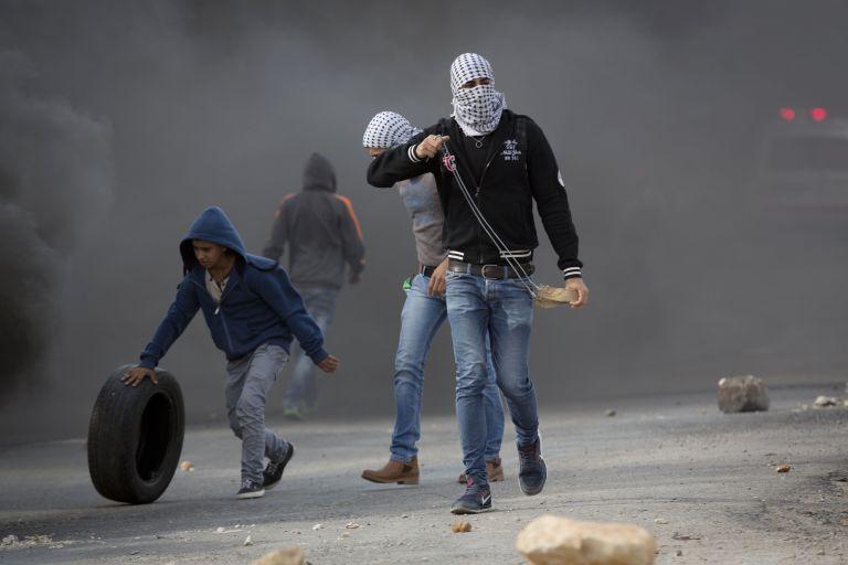 Ισραήλ: Τριετής φυλάκιση για τους Παλαιστίνιους που πετούν πέτρες | tovima.gr