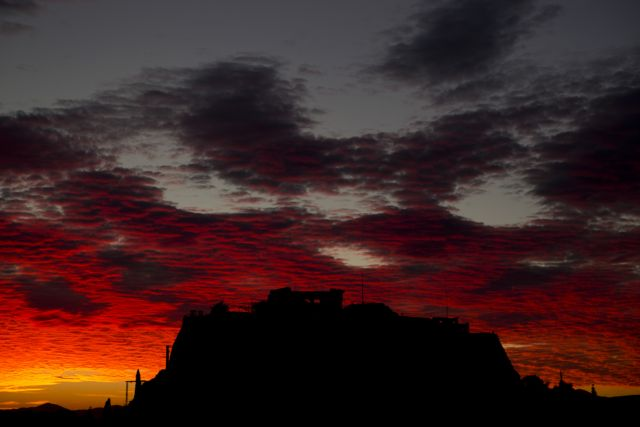 Γιατί ο ουρανός της Αθήνας βάφτηκε κόκκινος την Τρίτη | tovima.gr