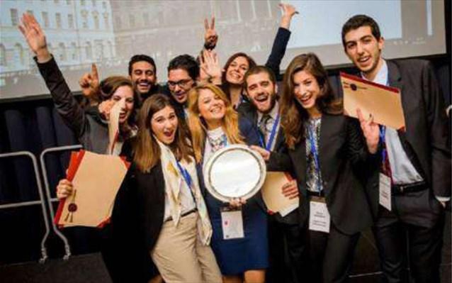 Πρωταθλήτρια κόσμου η Νομική Σχολή Αθηνών σε διεθνή διαγωνισμό | tovima.gr