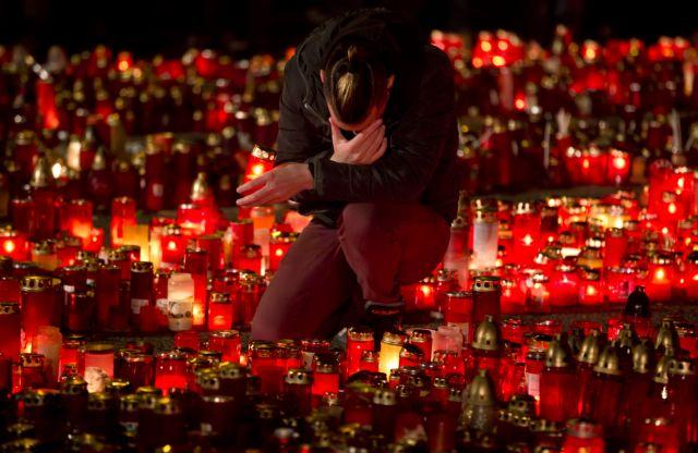 Τους 50 έφθασαν οι νεκροί από την πυρκαγιά στο Βουκουρέστι   tovima.gr