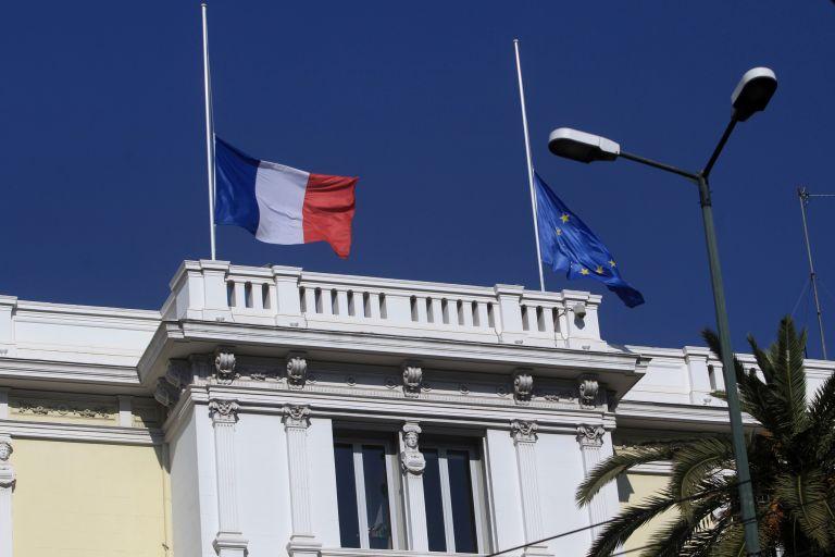 Αθήνα τρικολόρ, στο πλευρό  του γαλλικού λαού   tovima.gr