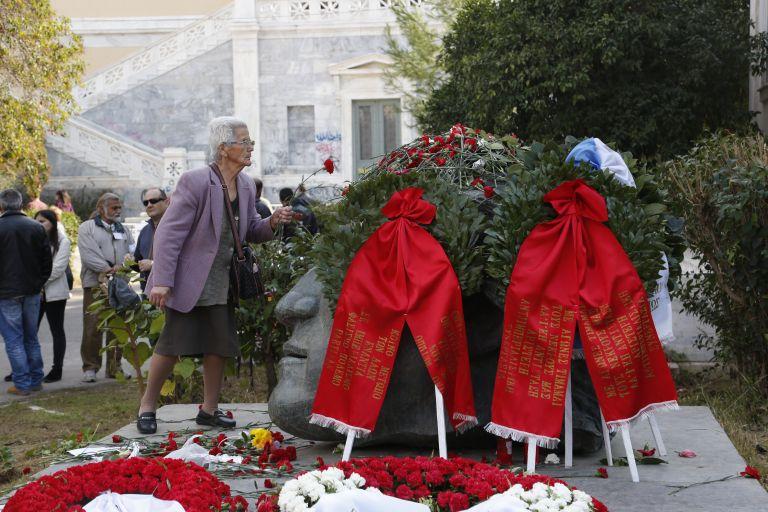 Στα χέρια ήρθαν φοιτητές και στελέχη του ΣΥΡΙΖΑ στην Πάτρα | tovima.gr