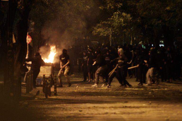 Συγκρούσεις νεαρών με ΜΑΤ στα Εξάρχεια   tovima.gr