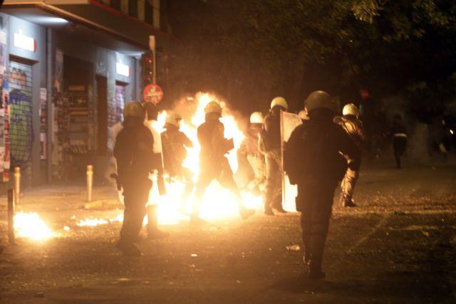 Eπιθέσεις και μολότοφ εναντίον αστυνομικών στην Πατησίων   tovima.gr