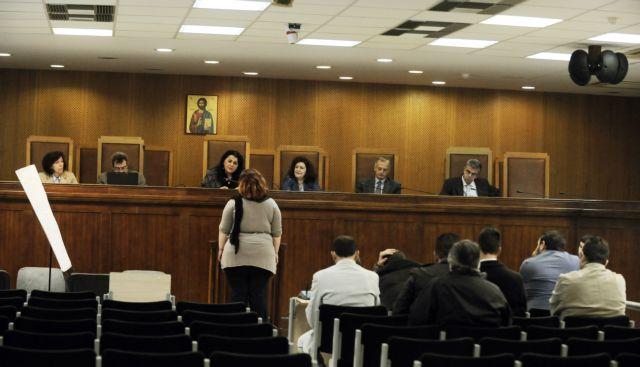 Δίκη Χρυσής Αυγής: Κατηγορούμενοι τρομοκρατούν μάρτυρες   tovima.gr