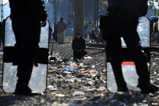 Migrants reluctantly beginning to leave Idomeni for Athens | tovima.gr