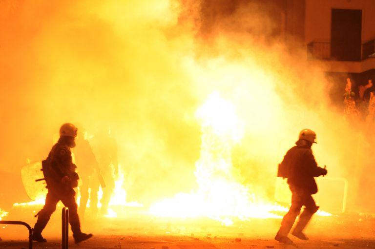 Επίθεση κουκουλοφόρων σε ομάδα ΔΙΑΣ στα Εξάρχεια | tovima.gr