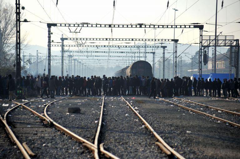 Railroad track in Idomeni cleared – Police concludes operation | tovima.gr