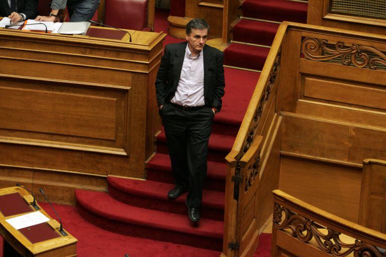 Οι κόκκινες γραμμές της κυβέρνησης παραμένουν, τονίζει ο Ευ.Τσακαλώτος | tovima.gr