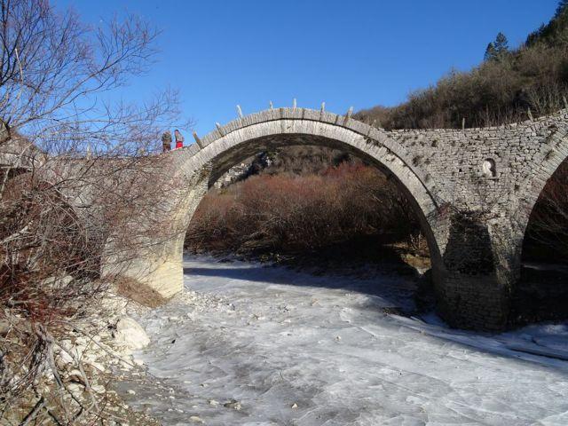 Rivers in Zagori freeze due to the dramatic temperature drop   tovima.gr