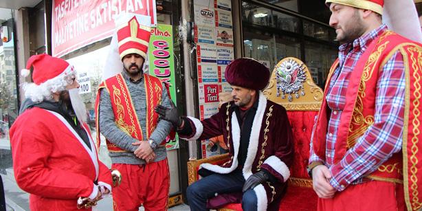 Τουρκία: Εθνικιστές «καταδίκασαν» τον Αγιο Βασίλη | tovima.gr