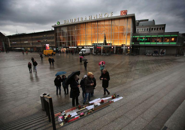 Κολωνία: Ολοι εναντίον όλων στον απόηχο των μαζικών επιθέσεων κατά γυναικών   tovima.gr