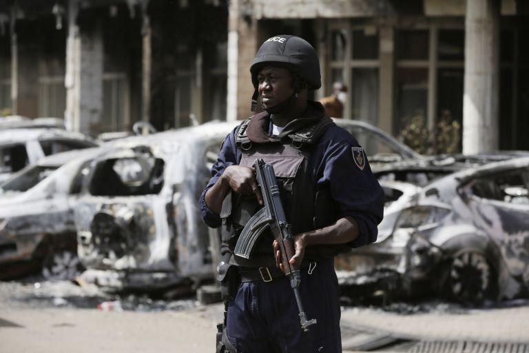 Eπίθεση εναντίον της γαλλικής πρεσβείας στη Μπουρκίνα Φάσο | tovima.gr