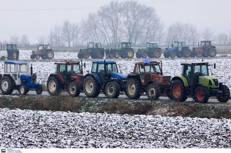 Στους δρόμους οι αγρότες – Συγκεντρώσεις και μπλόκα σε όλη τη χώρα – Επεισόδια μεταξύ αγροτών και ΜΑΤ στην Κομοτηνή | tovima.gr