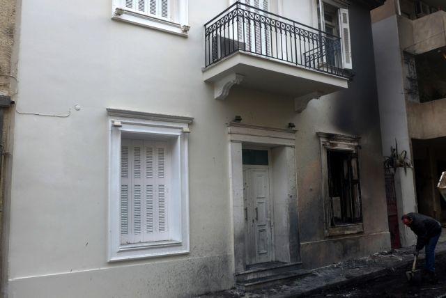 Μολότοφ κατά των ΜΑΤ κοντά στην κατοικία του Αλ. Φλαμπουράρη στα Εξάρχεια   tovima.gr