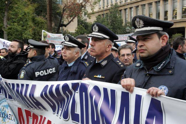 Επιστροφή του 13ου και 14ου μισθού ζητούν οι ένστολοι | tovima.gr