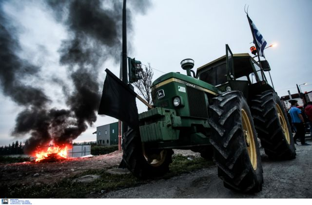 Farmers escalate strike actions as tension and divisions grow   tovima.gr