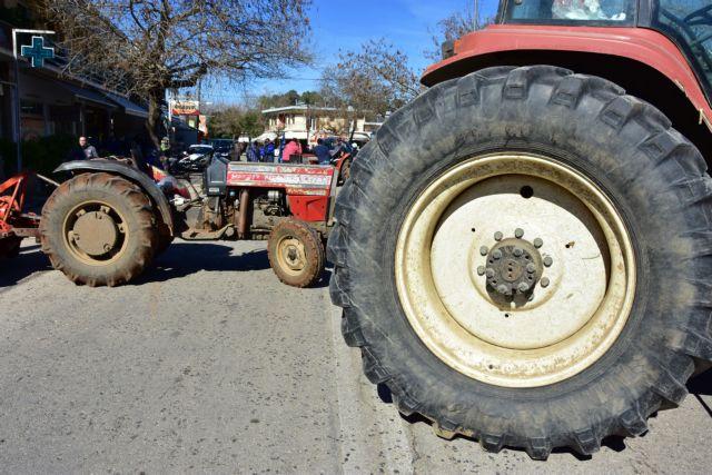 Αγρότες και κτηνοτρόφοι απέκλεισαν το τελωνείο των Ευζώνων   tovima.gr