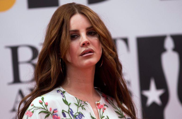 Λάνα ντελ Ρέι ερμηνεύει «Elvis» | tovima.gr