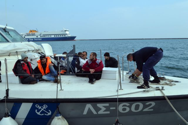 Coast Guard rescues 74 refugees off Lesvos and Farmakonisi | tovima.gr