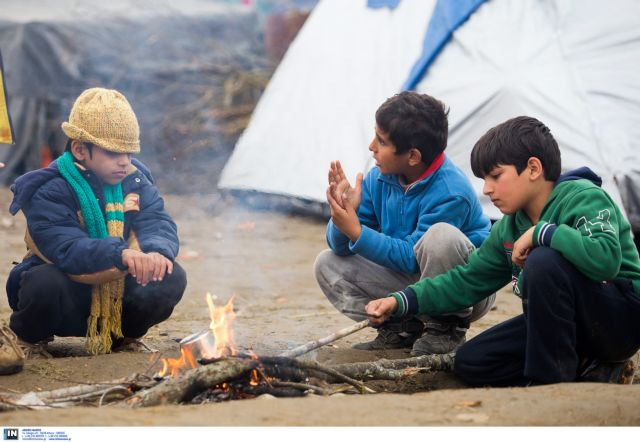 Over 9,000 refugees remain 'trapped' on the border with FYROM | tovima.gr