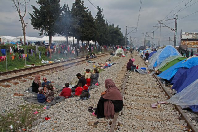 Refugees continue to arrive as EU-Turkey deal comes into effect | tovima.gr