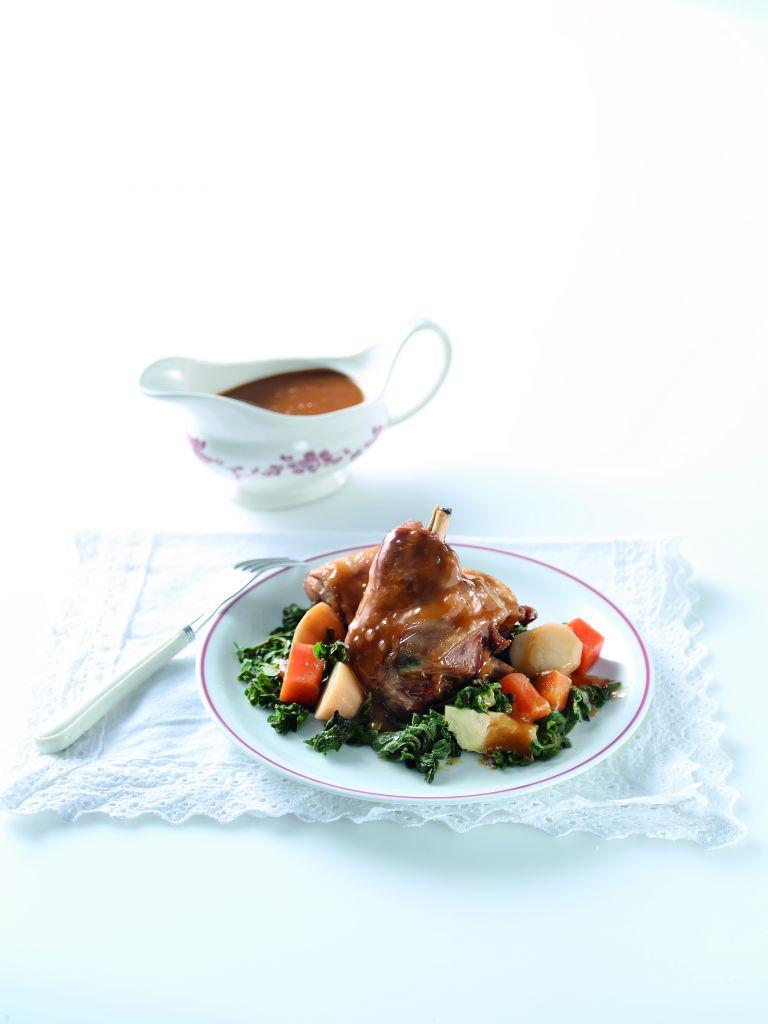 Σιγοψημένο αρνί κατσαρόλας με φρέσκια ρίγανη | tovima.gr