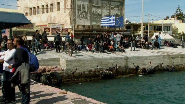 Chios: Frustrated refugees attempt to swim back to Turkey | tovima.gr