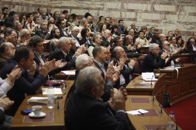 Αναβρασμός στην Κοινοβουλευτική Ομάδα του ΣΥΡΙΖΑ για τους πλειστηριασμούς – Σύσκεψη παρουσία υπουργών | tovima.gr