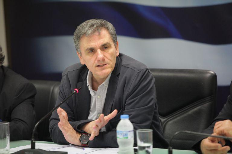 Τσακαλώτος: Δεν νομοθετούμε υποθετικά μέτρα, συζητάμε μηχανισμό δέσμευσης | tovima.gr