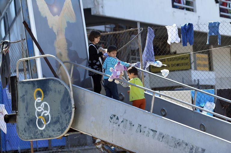 Μουζάλας: Επόμενος στόχος η εκκένωση Ελληνικού – Πειραιά | tovima.gr