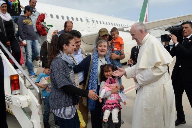 «Λογική» ενσωμάτωση των προσφύγων στην Ευρώπη ζητά ο Πάπας | tovima.gr