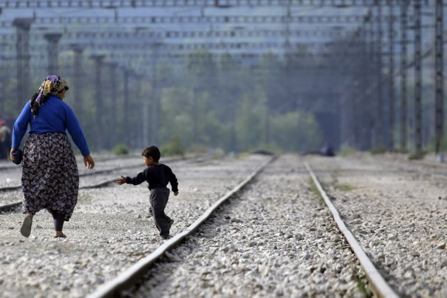 Refugees seeking out new paths into Europe via Balkan route | tovima.gr