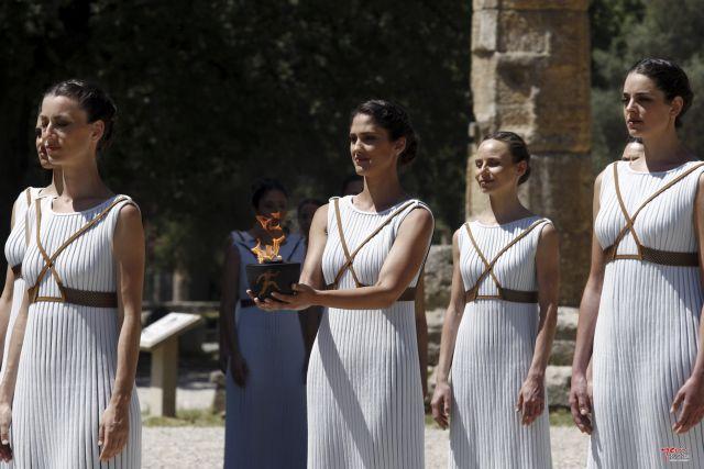 Το τελετουργικό ένδυμα της ολυμπιακής φλόγας | tovima.gr