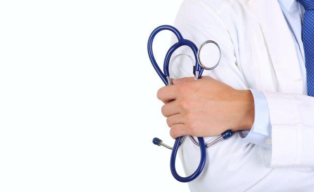 Στον εισαγγελέα τρεις περιπτώσεις γιατρών με πλαστά πτυχία | tovima.gr