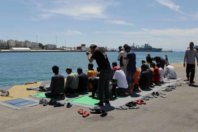 Piraeus: 2,680 migrants and refugees still remain at the port | tovima.gr
