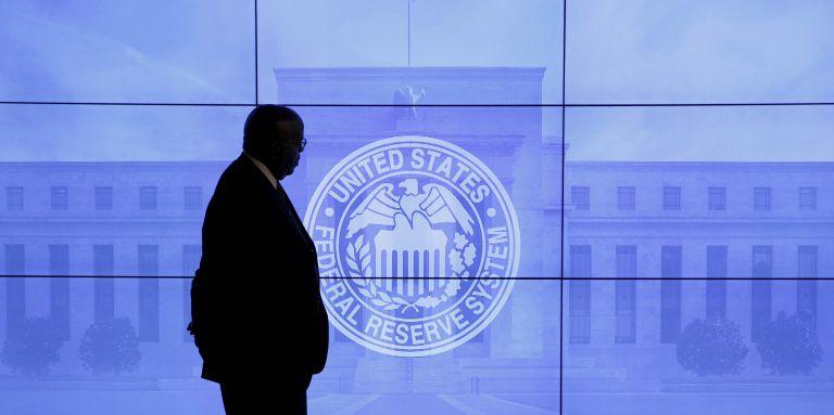 Fed: Αμετάβλητα τα επιτόκια, αν και βλέπει μείωση κινδύνων για την οικονομία | tovima.gr