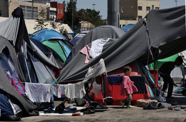 Πάνω από 270 μετανάστες από τον Πειραιά στον Ελαιώνα | tovima.gr