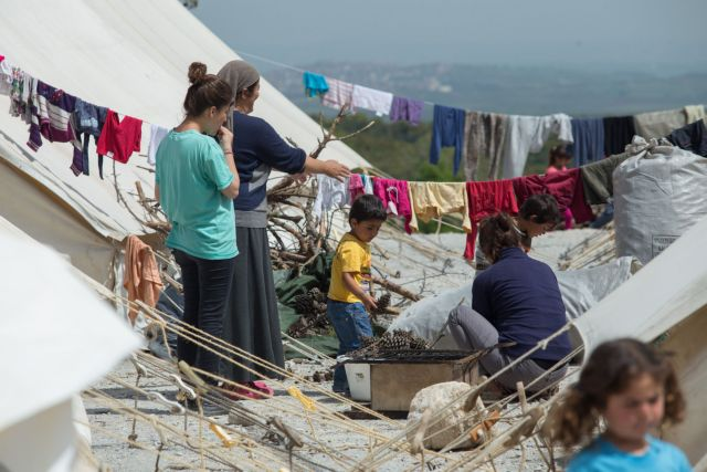 Over 54,000 migrants and refugees currently in Greece   tovima.gr