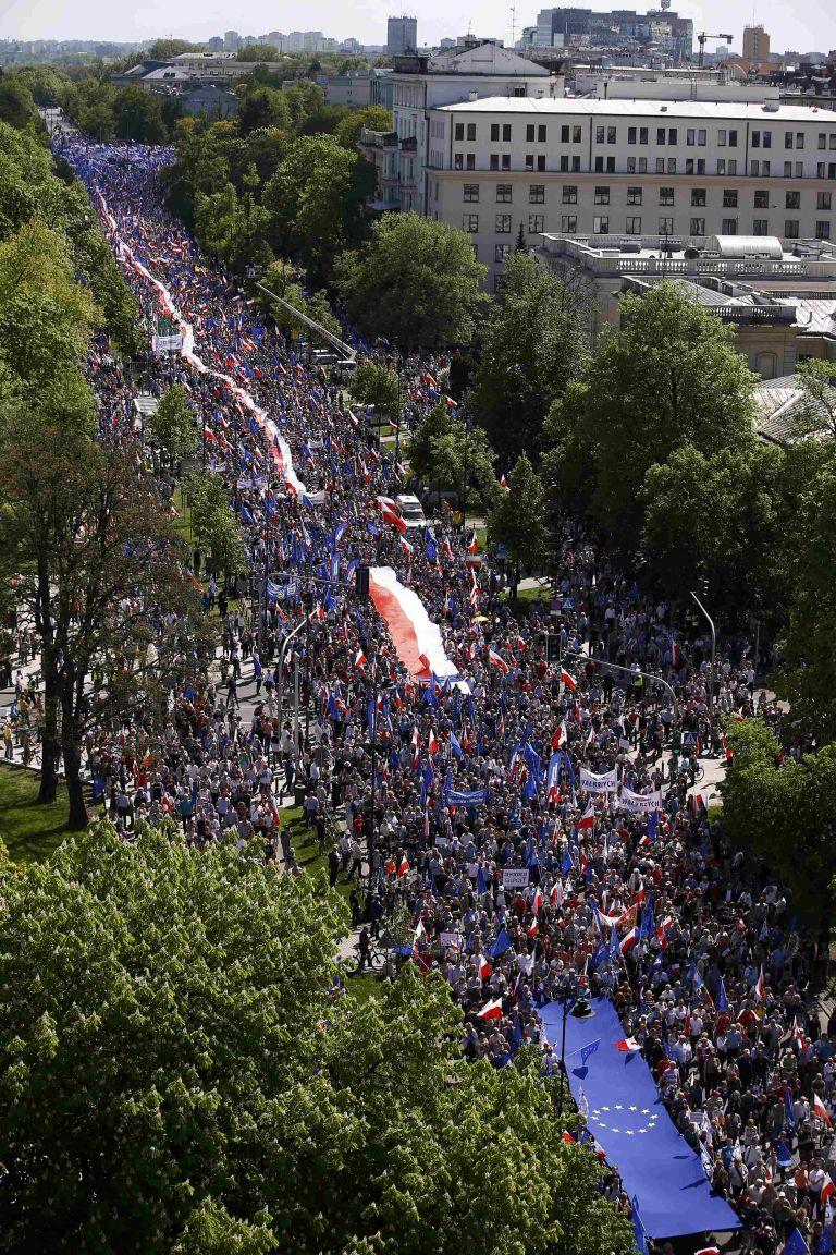 Η Πολωνία διαβρώνει το Κράτος Δικαίου, η ΕΕ καλείται να αντιδράσει | tovima.gr