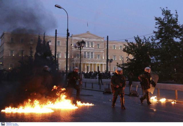 Δεκατέσσερις συλλήψεις για τα επεισόδια σε Εξάρχεια-Σύνταγμα   tovima.gr