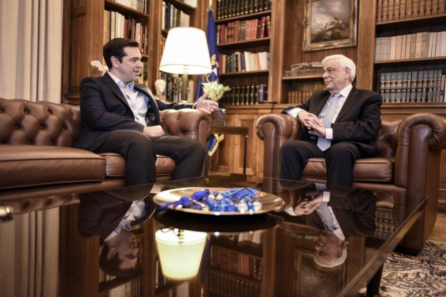 PM Tsipras updates President and political leaders on Eurogroup | tovima.gr