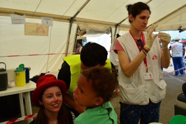 Εμβολιασμοί προσφύγων σε ξενώνα από την Περιφέρεια Αττικής | tovima.gr