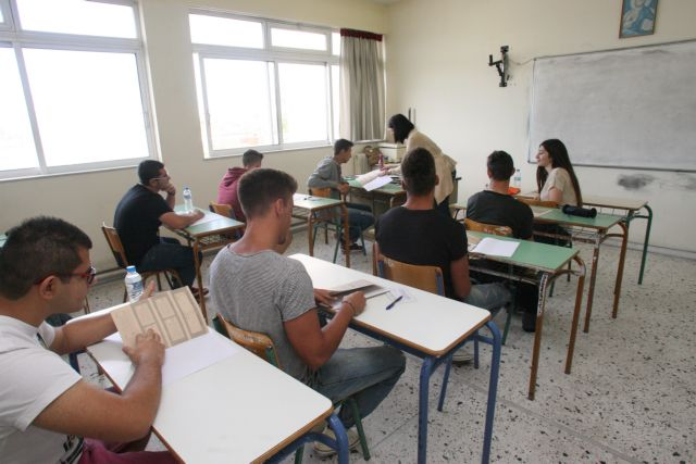 Panhellenic exams continue with Latin and Chemistry | tovima.gr