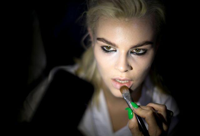 Πώς τα προϊόντα μακιγιάζ μπορούν να κρύβουν κινδύνους | tovima.gr