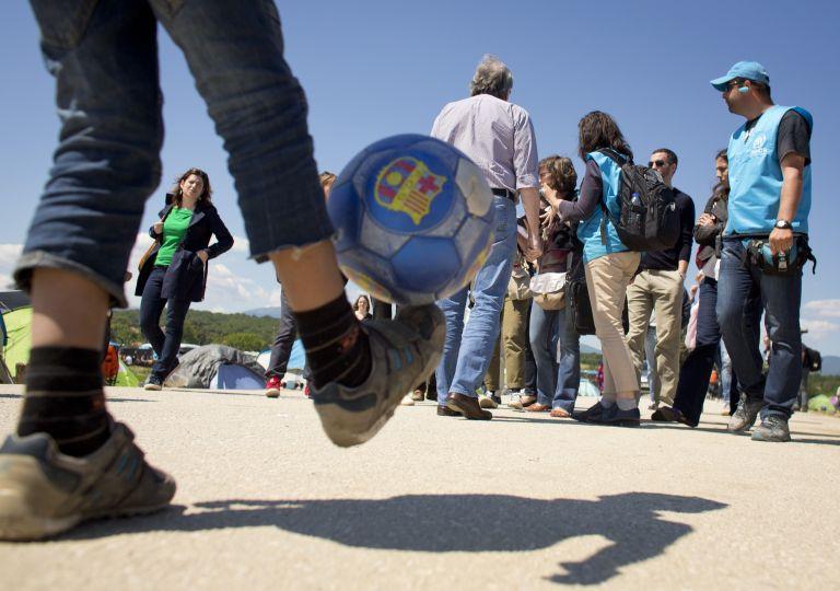 Κομισιόν: Mε το σταγονόμετρο η μετεγκατάσταση προσφύγων | tovima.gr