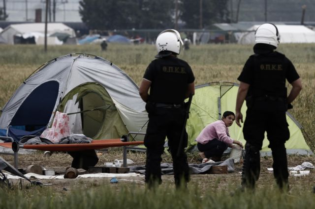 Police begin evacuating the informal refugee camp at Idomeni | tovima.gr