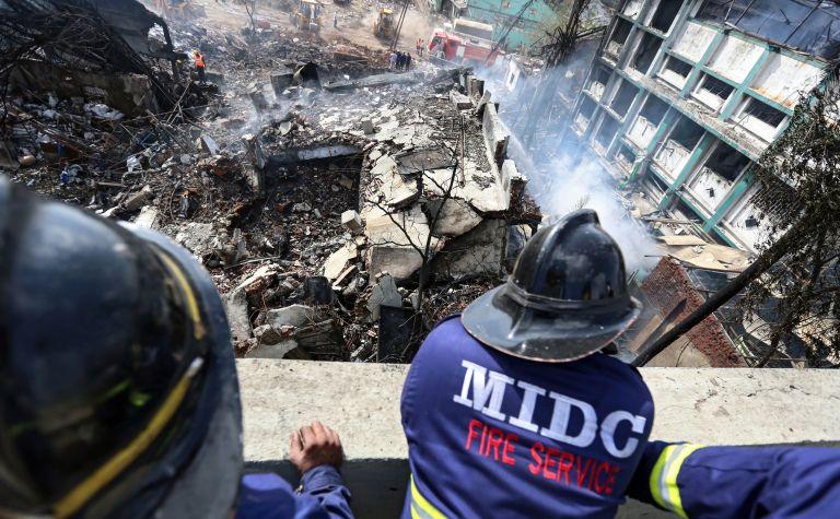 Ινδία: Τουλάχιστον 17 νεκροί από φωτιά σε αποθήκη πυρομαχικών | tovima.gr