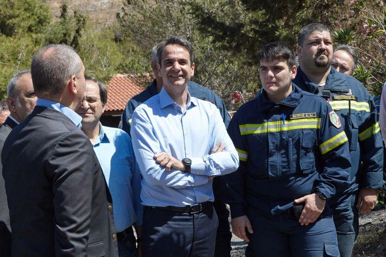 Πυροσβέστες και εθελοντές στην Αττική επισκέφθηκε ο Κυρ.Μητσοτάκης | tovima.gr